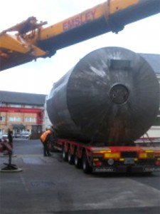 90,000 ltr fermentation vessel loaded on transport at the Thwaites site